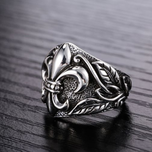 18mm Anchor and Leaves Gothic Ring